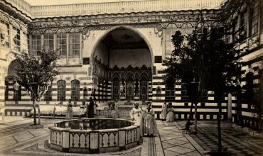 Bonfils, Damas, cour intérieure de la maison de la famille juive Stambouli. © Coll. Pierre de Gigord