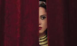Oum behind the curtain close up, Yasmin Raeis © Razor Film