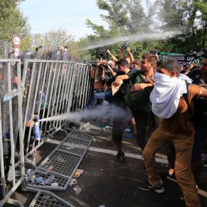 Migrants à la frontière hongroise. D.R.