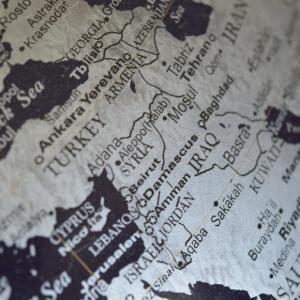Pascal Boniface et Hubert Védrine présentent la 4e éd. de leur Atlas des crises et des conflits