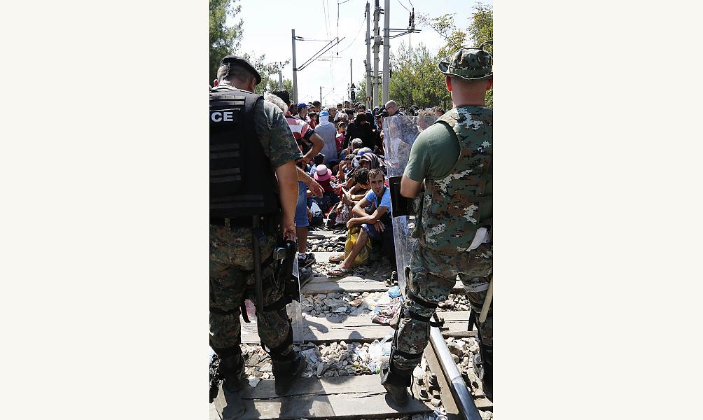 Réfugiés passant la frontière à Guevgueliya, Macedoine. © Arbeitsbesuch Mazedonien