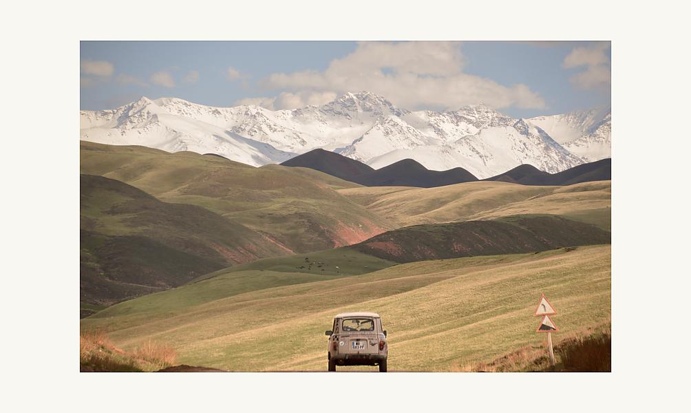 Vincent Gelot et sa Habibimobile au Kirghizistan, 2013.