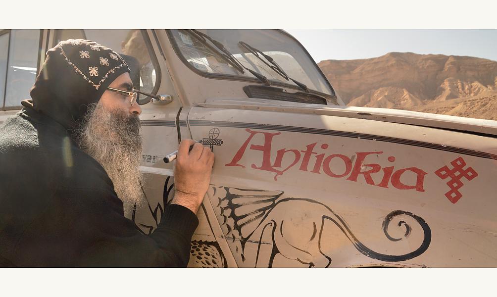 Vincent Gelot et sa Habibimobile en Egypte