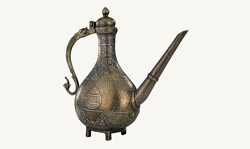 Aiguière inscrite à la gloire du sultan mamelouk al-Hassan Institut du monde arabe