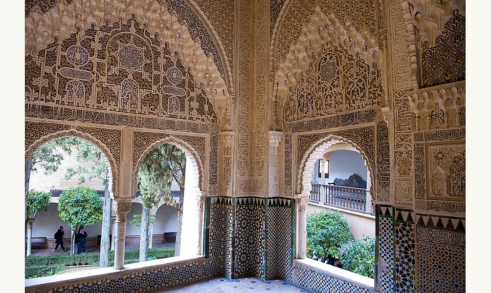 Poèmes d'Ibn Zamrak sur les murs du palais de l'Alhambra, Grenade, XIVe siècle IMA