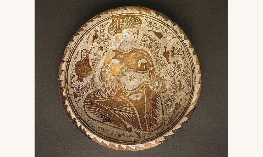 Coupe lustrée à la musicienne, Égypte, XIe siècle, Le Caire, musée d'art islamique IMA