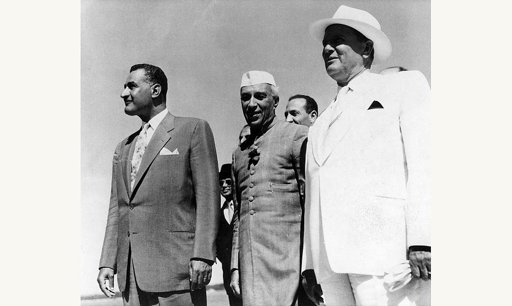 Nasser, le président égyptien, avec les autres meneurs du mouvement des non-alignés : Nehru et Tito, 1-6 septembre 1961 IMA