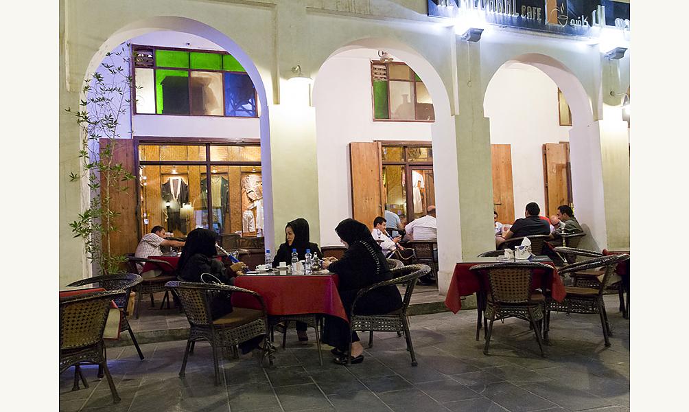 Une terrasse de café à Doha Cateloy IMA