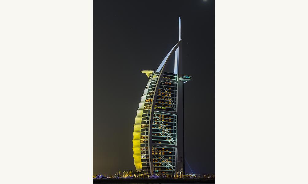 L'hôtel Burj al-Arab à Dubaï, inauguré en 1999 IMA