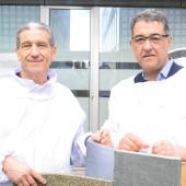 Ibrahim Karout et Walid Loulidi, les deux apiculteurs du rucher de l'IMA © IMA